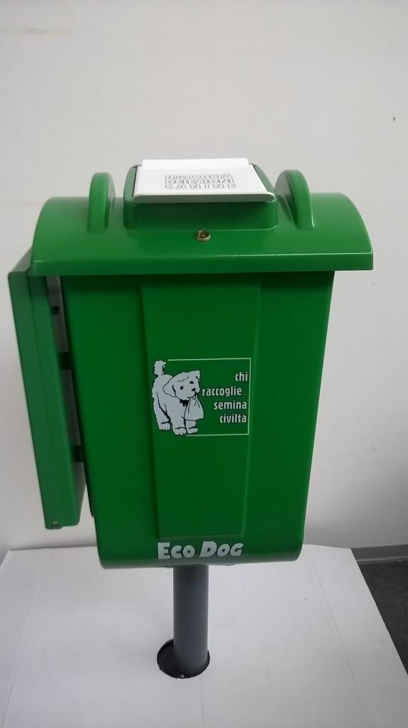 contenitori-deiezioni-canine-con-dispenser-e-palo-in-polietilene-8